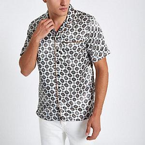 Grijs overhemd met revers, korte mouwen en tegelprint