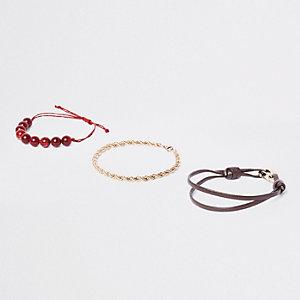Set met goudkleurige armband en armband met rode kralen