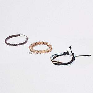 Set bruine armbandjes met kraaltjes en vlechtwerk
