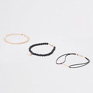 Lot de bracelets à perles et plumes dorés