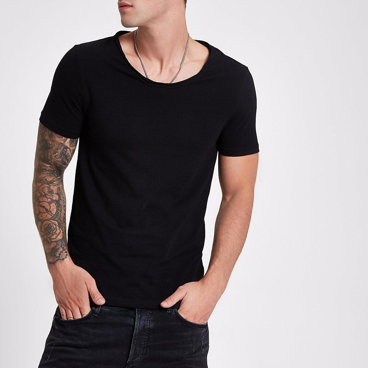 Black muscle fit scoop neck T-shirt