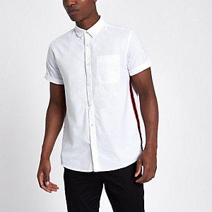Chemise Oxford blanche à manches courtes avec bande latérale