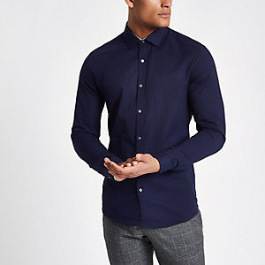 Marineblauw slim-fit overhemd met lange mouwen van keperstof