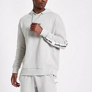 Sweat à capuche « Carpe diem » gris avec bande contrastante sur les manches