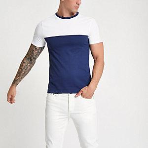 Marineblauw aansluitend T- shirt met kleurvlakken