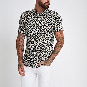 Chemise slim grise à revers et imprimé léopard