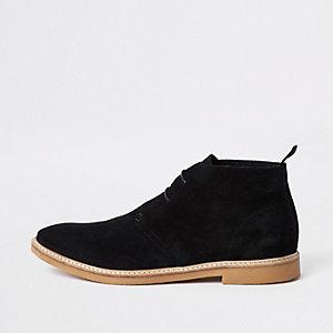 Desert boots en daim noires à œillets
