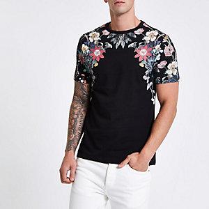 Zwart slim-fit T-shirt met bloemenprint op de schouders