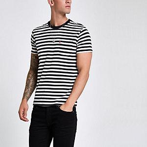 Levi's – Schwarzes, gestreiftes T-Shirt mit Tasche