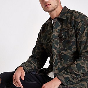 Levi's – Grünes Shacket mit Camouflage-Muster