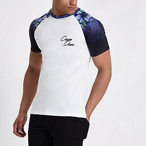 Wit aansluitend T-shirt met gebloemde raglanmouwen