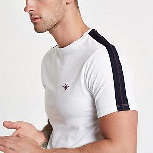 T-shirt slim blanc à broderie guêpe et bandes
