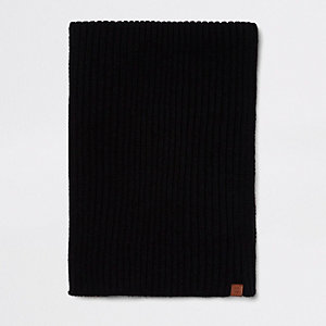 Black rib knitted scarf