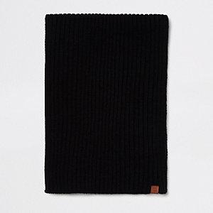 Zwarte geribbelde gebreide sjaal