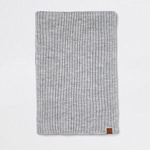 Écharpe en maille côtelée grise