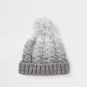 Bonnet effet dégradé gris à pompon