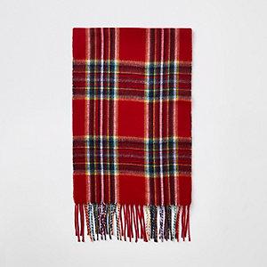 Roter Schal mit Schottenkaros