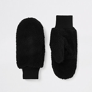 Black fleece mittens
