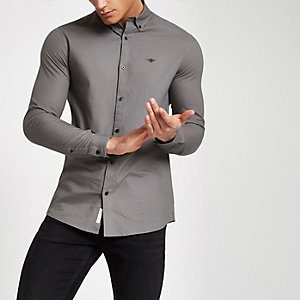 Grijs overhemd met knoopjes op de kraag en lange mouwen