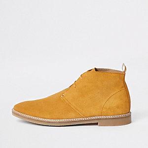 Gele suède desert boots met oogjes