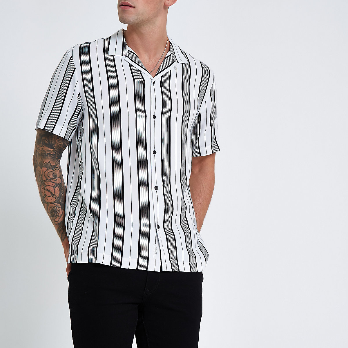 White stripe print short sleeve revere shirt
