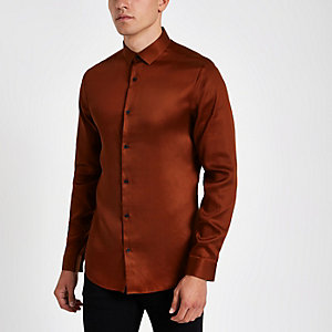 Rotes, langärmliges Button-Down-Hemd