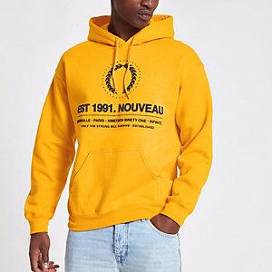 Sweat à capuche à écusson «Nouveau» jaune