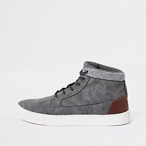 Grijze hoge sneakers met brede pasvorm
