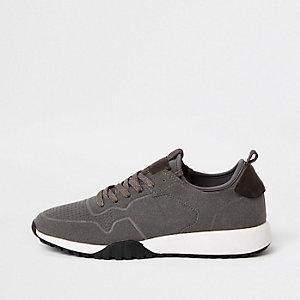 Graue Sneakers aus Wildleder