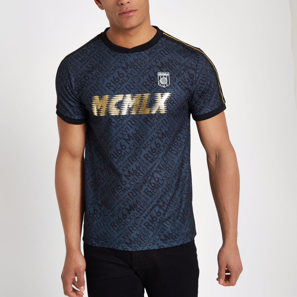 Black 'MCMLX' football style tape T-shirt