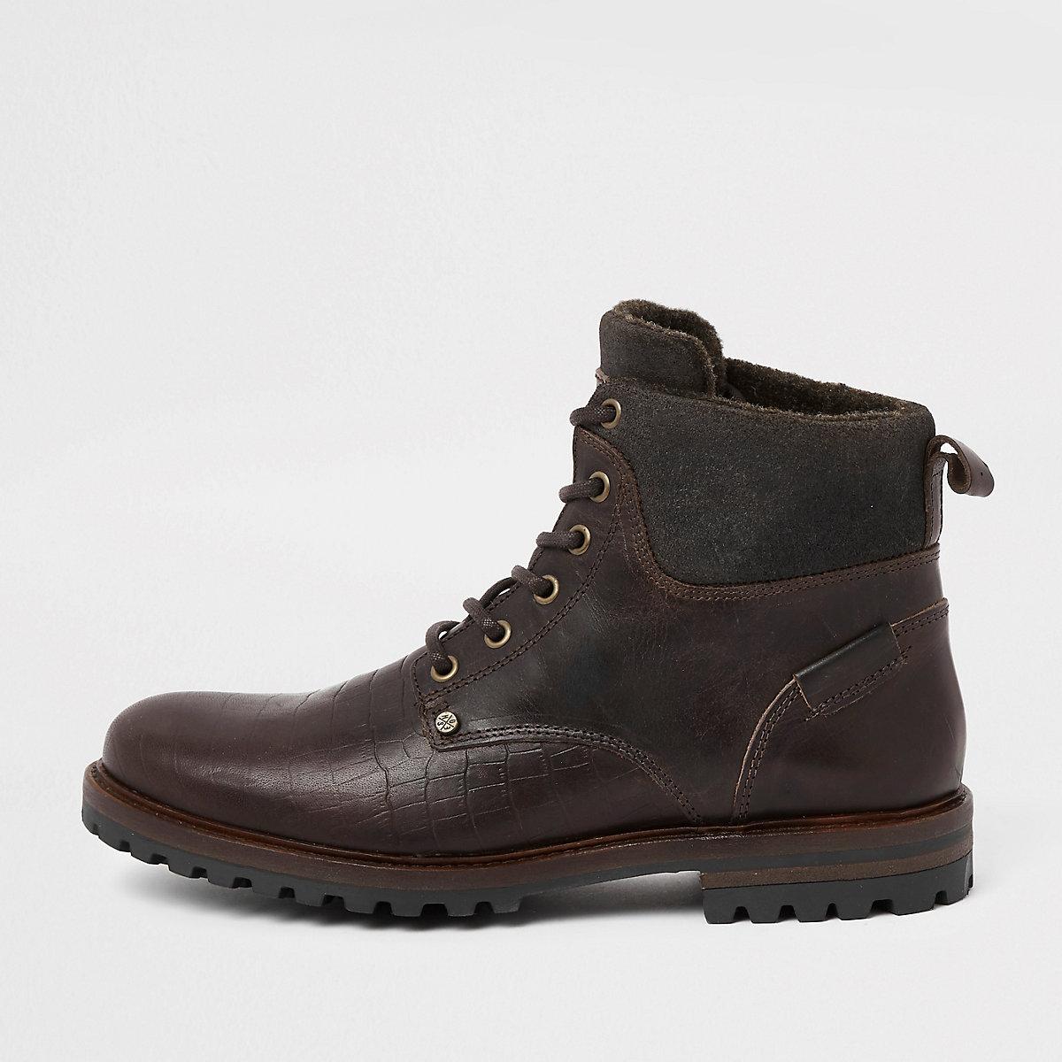 2bf9328a9b3c Braune Lederstiefel mit Prägung - Stiefel - Schuhe   Stiefel - Herren