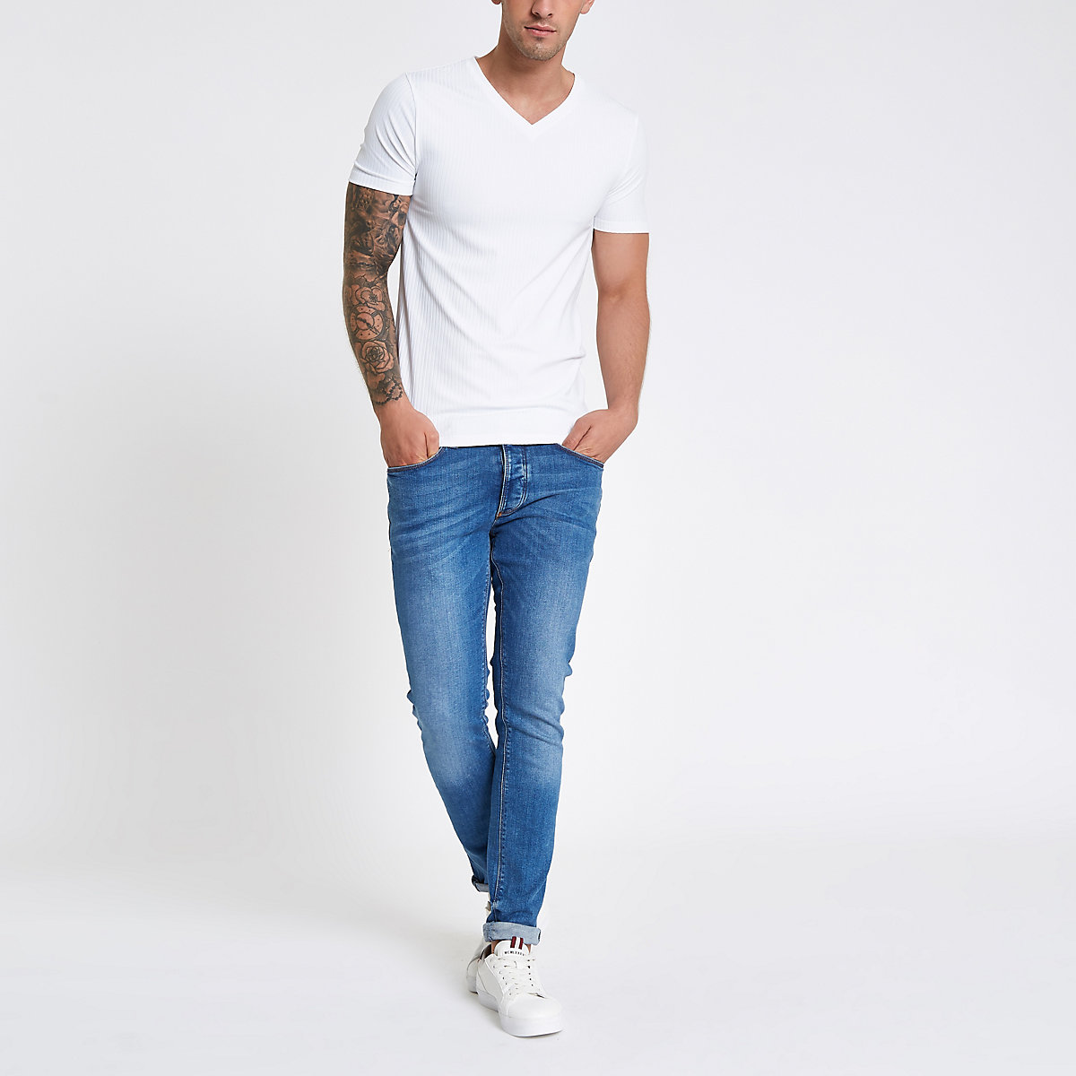 White rib muscle fit V neck T-shirt