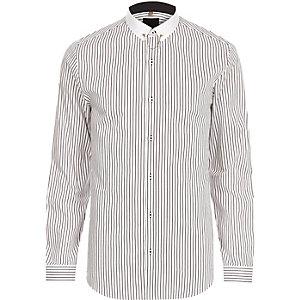 Chemise à rayure blanche cintrée avec col contrastant