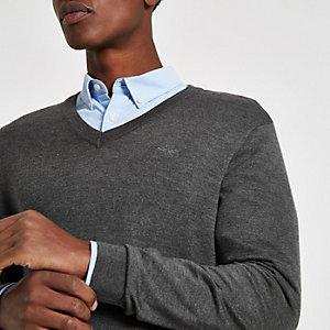 Grijze slim-fit pullover met V-hals