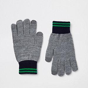 Grijze gebreide handschoenen