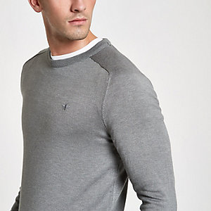 Lichtgrijze slim-fit pullover met ronde hals