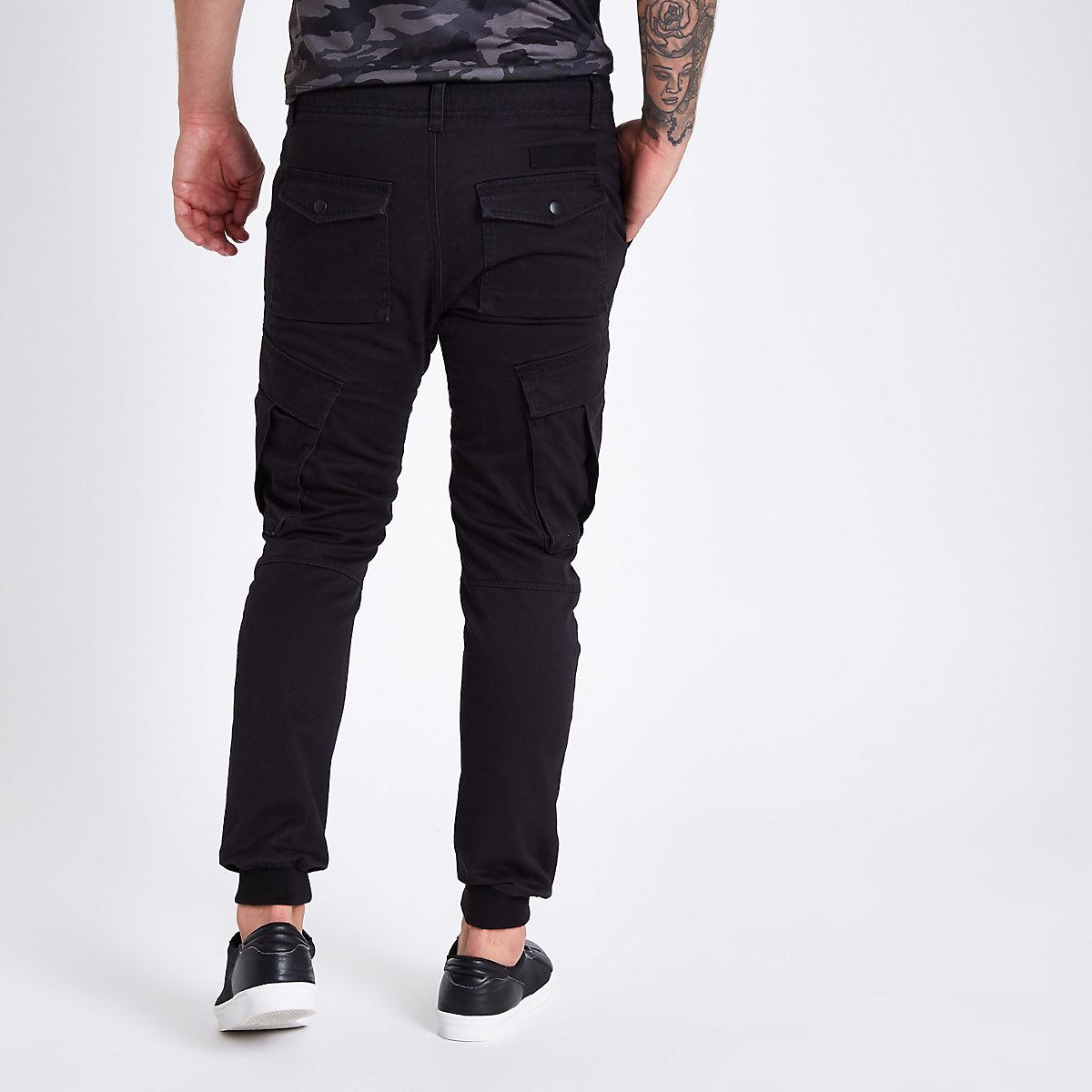 Black tapered cargo trousers - Casual Trousers - Trousers - men ccb0ba63fb0