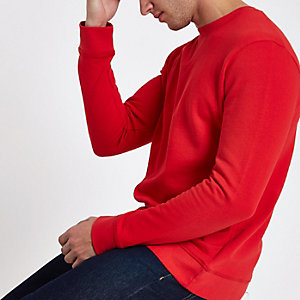 Minimum red sweater