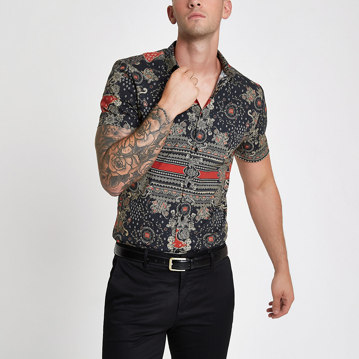 Black muscle fit print shirt