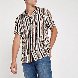Chemise manches courtes rose à imprimé aztèque avec col à revers
