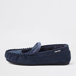 Chaussons bleu marine à pampilles style mocassins