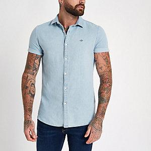 Blauw denim overhemd met geborduurde wesp