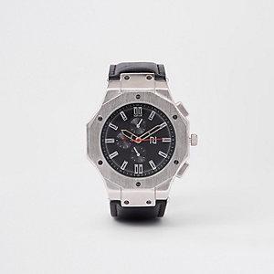 Silberne Armbanduhr mit schwarzem Zifferblatt