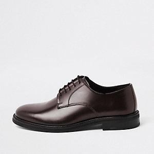 Chaussures derby en cuir ultra brillant bordeaux