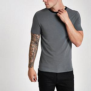 Donkergrijs aansluitend T-shirt met contrasterende bies