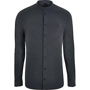 Chemise ajustée gris foncé en piqué avec col grand-père