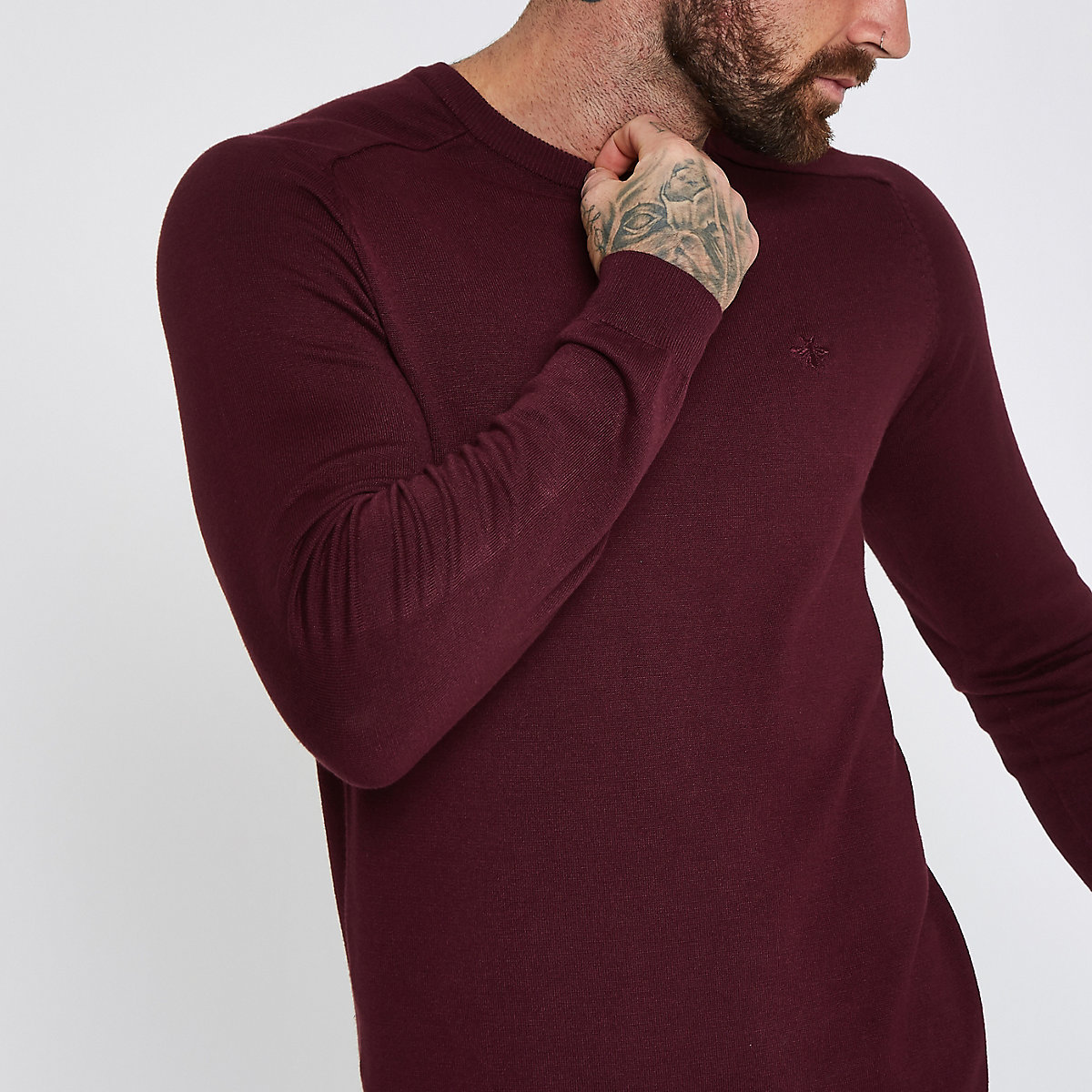 Dark red wasp embroidered slim fit sweater