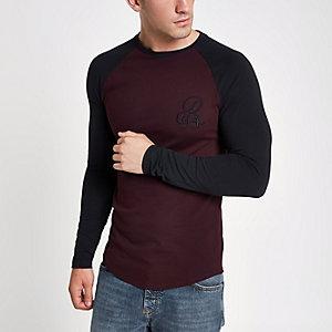 Aansluitend donkerrood R96 T-shirt met raglanmouwen