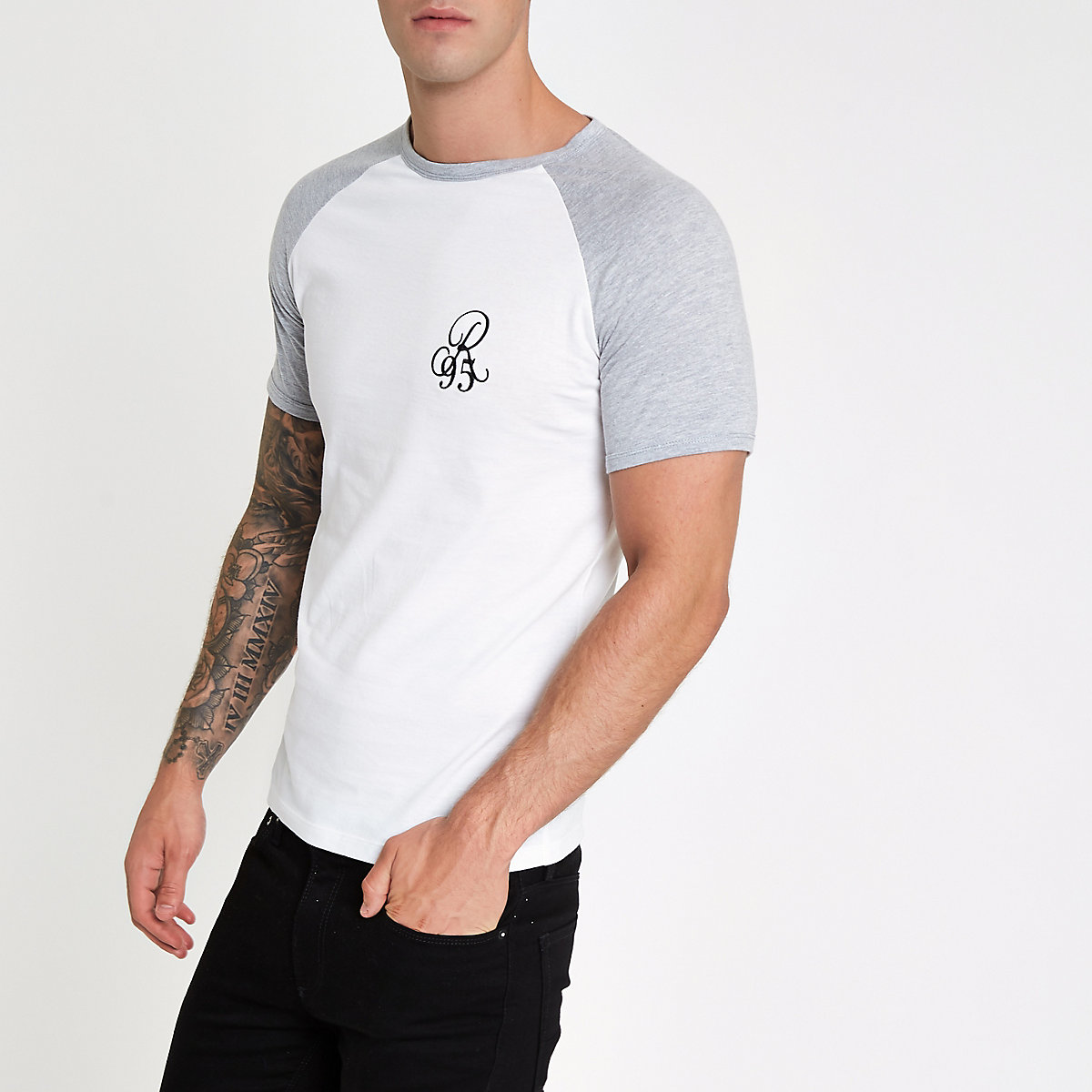 White muscle fit 'R95' raglan T-shirt