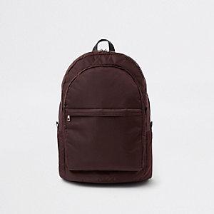 Roter, gesteppter Rucksack mit Vordertasche